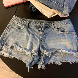 Cut off style shorts